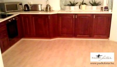 Referenciák - Tárnok - A konyha új burkolata – a laminált padló