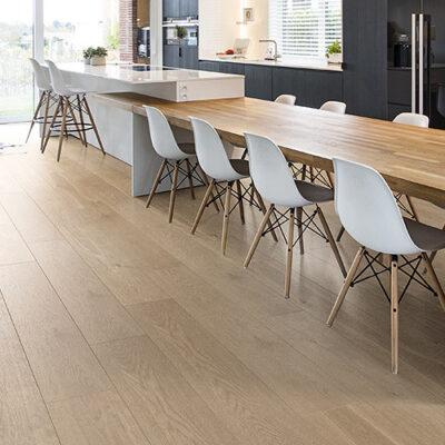 A Rocko Vinyl padló R065 Rope változata klasszikus fahatású, padlófűtéshez is alkalmas termék.