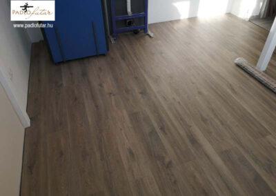 Laminált padló csempeboltban? – Padlófutár referencia