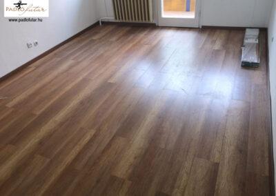 Mélybarna rusztikus laminált padló – Padlófutár referencia