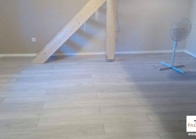Természetes fahatású laminált padló – Padlófutár referencia