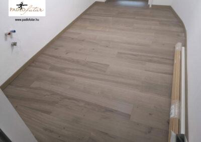 Az egyszerre rusztikus és modern vinyl padló – Padlófutár referencia