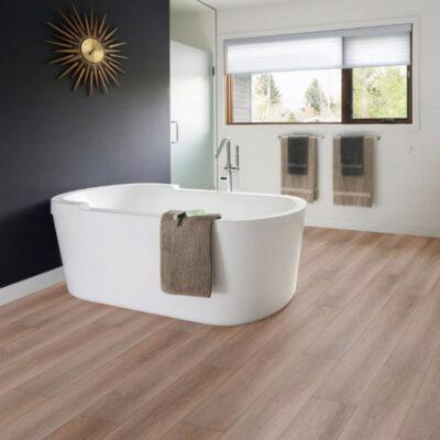 A Kronostep SPC vinyl padló Z187 Sandcastlepadló az új generáció szimbólumává válva ötvözi a vinyl előnyeit a parketta esztétikájával.