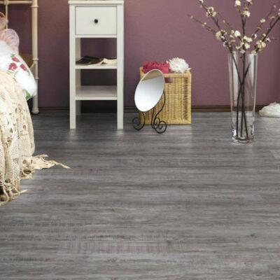 A Kronostep SPC vinyl padló Z200 Ramsey Oak padló valósághű fahatású, vízálló.