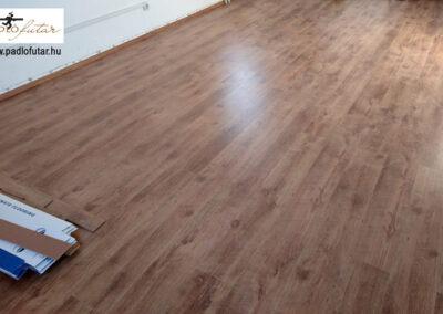 Elegáns laminált padló – Padlófutár referencia