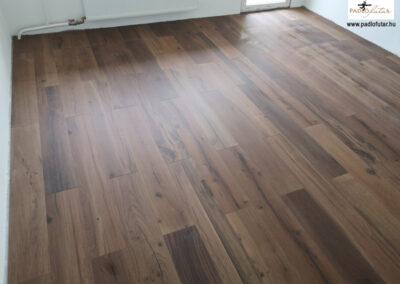 Az igazi fahatás vinyl padlóval – Padlófutár referencia