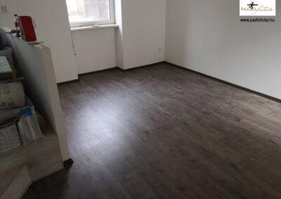 A sötétebb színű laminált padló előnyei – Padlófutár referencia