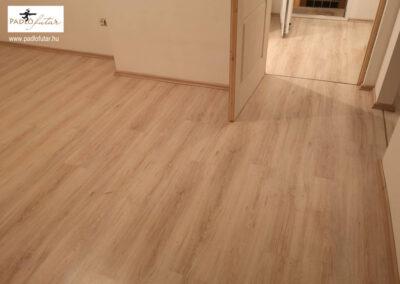 Minőségi világos laminált padló – Padlófutár referencia