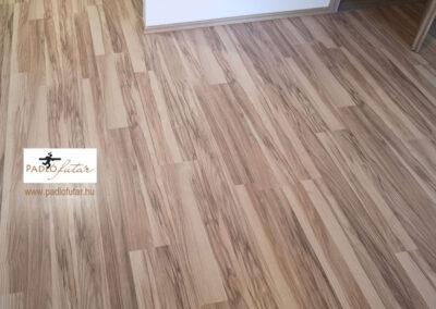 Fényes fahatású laminált padló – Padlófutár referencia