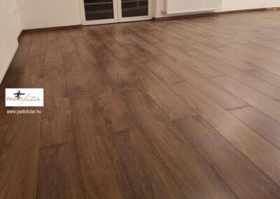 Rusztikus fahatású laminált padló előnyei – Padlófutár referencia