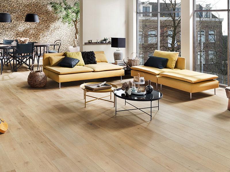 A tisztán tartott laminált padló az év minden napján kellemes hatást ad otthonának.