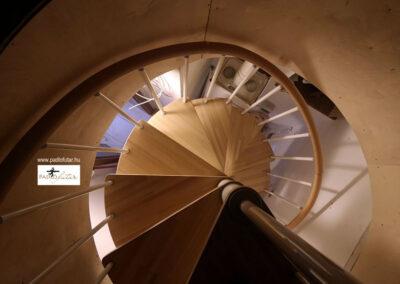 Laminált padló és lépcső – Padlófutár referencia