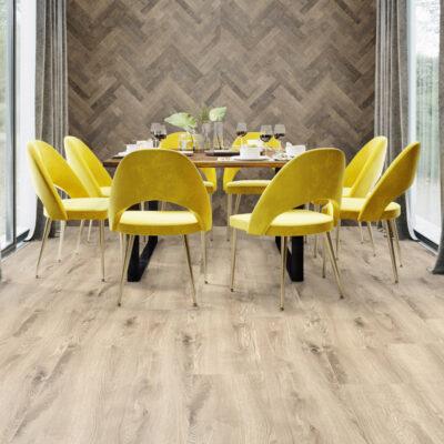 A Kronostep SPC vinyl padló R112 Borgo Oak széles panel a legkülönbözőbb helyiségekbe is ideális választás.