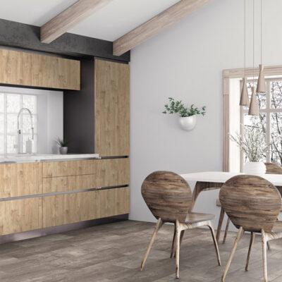 A Kronostep SPC vinyl padló R116 Iron Imperial széles panel egy kreatív választás lehet az otthonok és az üzlethelyiségek számára is.