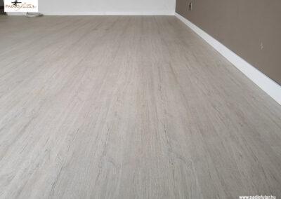 5529 laminált padló, sűrűn erezett Castello Classic  – Padlófutár referencia