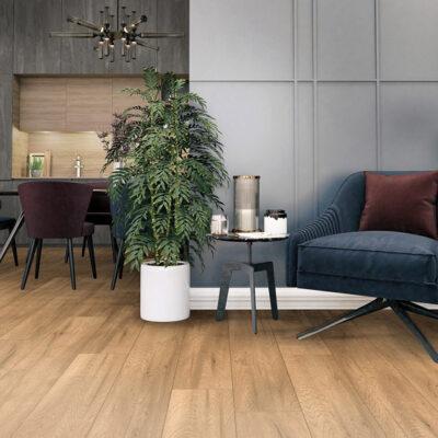 A Kronostep SPC vinyl padló Z209 Butterscotch Oak megfelelő választás az otthon bármely helyiségébe. Nagy sűrűségének köszönhetően erős stabilitást garantál.