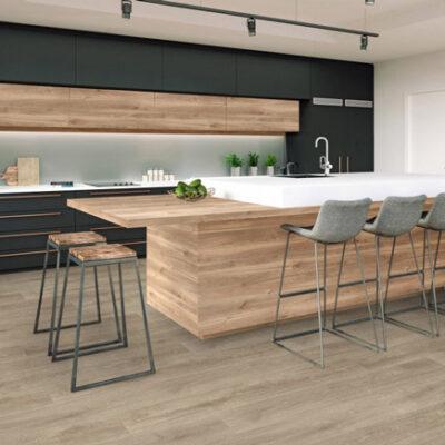 A Kronostep SPC vinyl padló Z215 szuper műszaki megoldás, sok évig tartó termékfejlesztési munka eredménye.